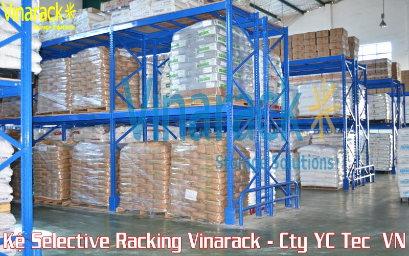 Kệ selective racking chứa pallet